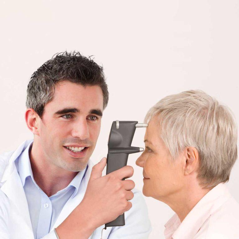 iCare TA01i tonometer measuring a patient